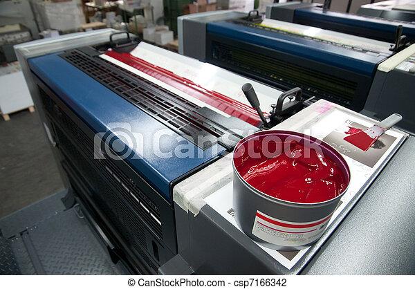 Imprimición de prensa: máquina desactivada - csp7166342