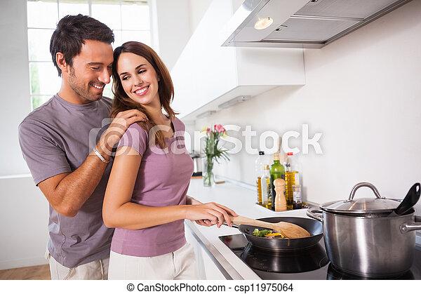 Mujer preparando comida en la estufa - csp11975064