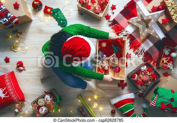 Preparándome para Navidad - csp62628785
