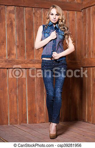 Pretty blond woman - csp39281956