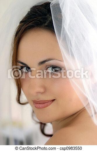Pretty bride with veil - csp0983550