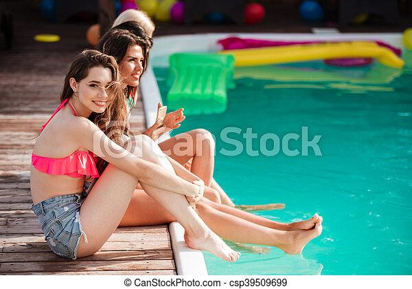 huge-sexy-girls-in-pool-cheerleader