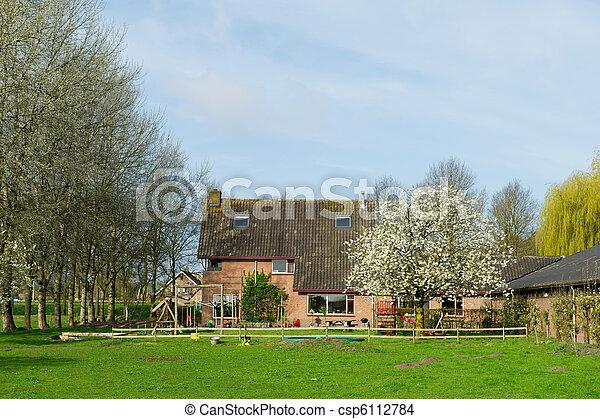 Casa en primavera - csp6112784