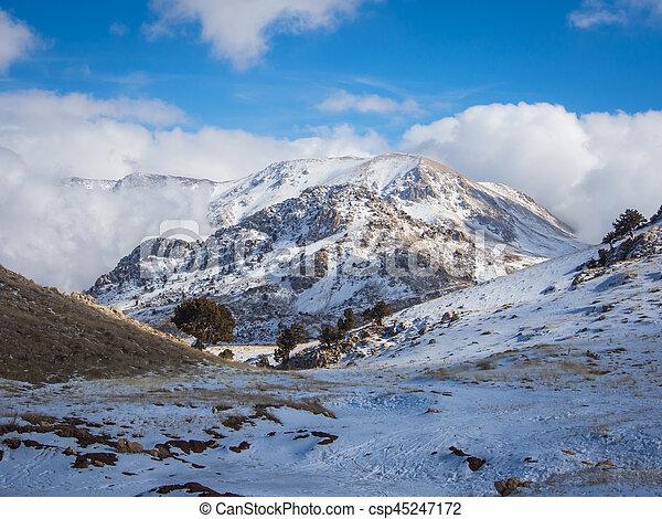 primavera, refúgio esqui, saklikent - csp45247172