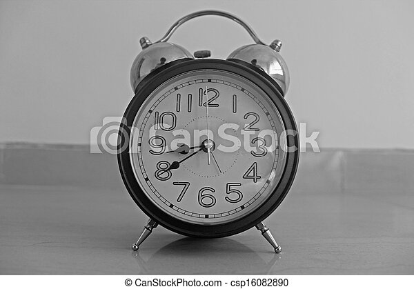 Un primer plano de un despertador - csp16082890