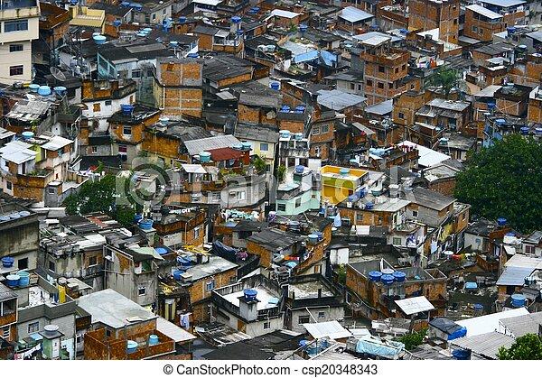 Favela brasileña, primer plano - csp20348343