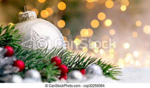 Primer plano de adornos navideños - csp32259384