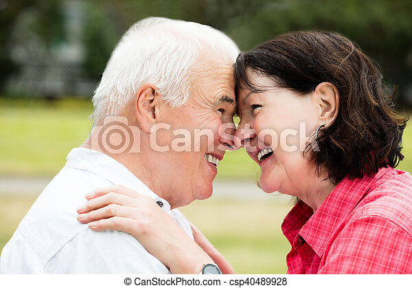 Un primer plano de una pareja feliz - csp40489928