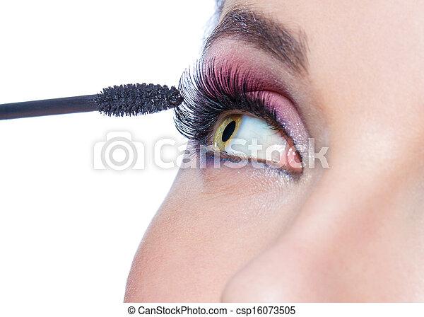 primer plano, ser aplicable, cepillo, ojo femenino, rímel - csp16073505