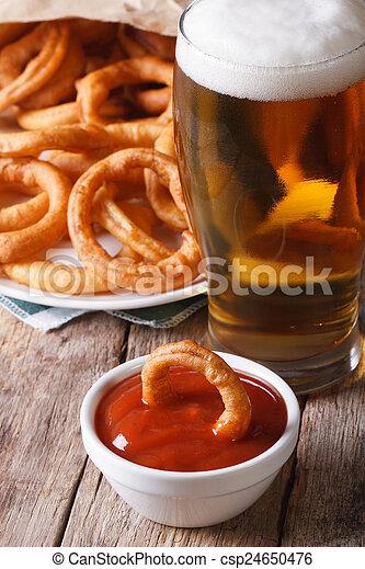 primo piano, vertical?, anelli, fritto, birra, tavola., cipolla - csp24650476