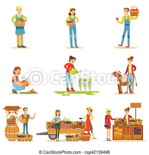 Granjeros hombres y mujeres trabajando en la granja y vendiendo vegetales frescos en el mercado natural de productos orgánicos - csp42139498