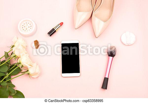 produits de beauté, smartphone, chaussures - csp63358995