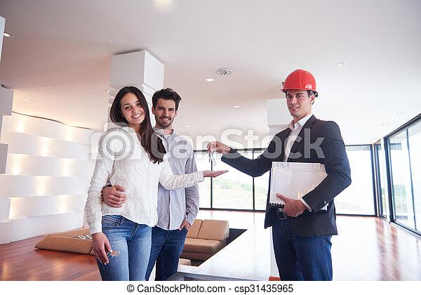 Una pareja comprando una nueva casa con un agente inmobiliario - csp31435965