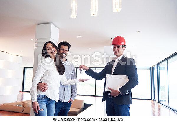 Una pareja comprando una nueva casa con un agente inmobiliario - csp31305873