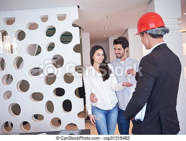 Una pareja comprando una nueva casa con un agente inmobiliario - csp31318482