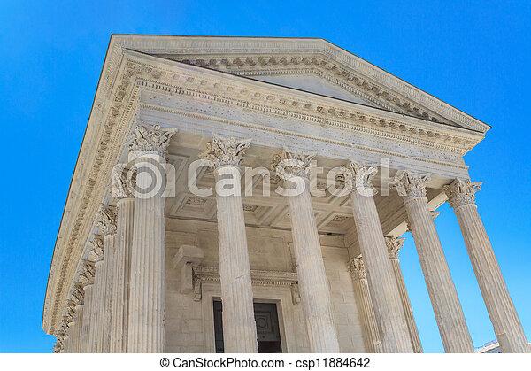 Templo romano en Nimes, Provenza, Francia - csp11884642