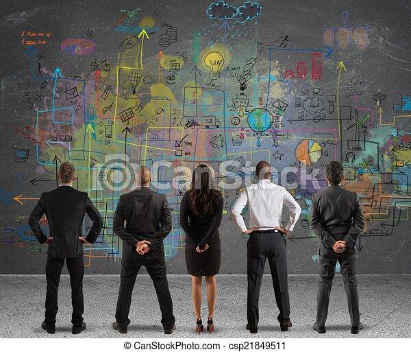 Equipo de negocios haciendo un nuevo proyecto - csp21849511