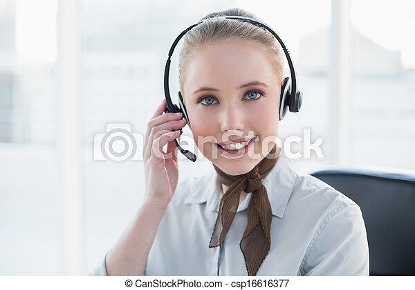 przy headset, blondynka, zadowolenie, kobieta interesu - csp16616377