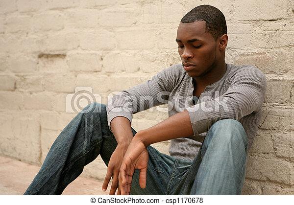 przygnębiony, nachylenie, aleja, ściana, amerykanka, przeciw, afrykański człowiek - csp1170678