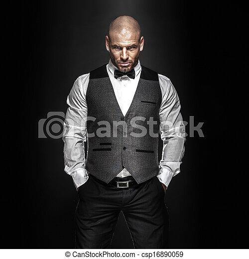 przystojny, człowiek, posing. - csp16890059