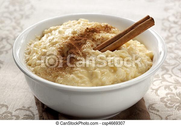 pudding de arroz - csp4669307