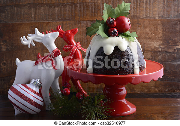 Budín de ciruela tradicional de Navidad - csp32510977