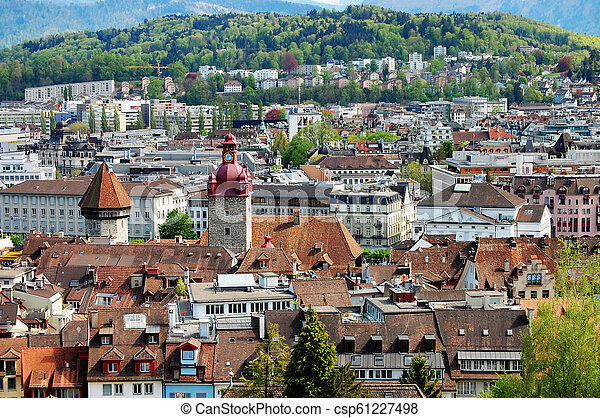 La vista de la vieja ciudad de Berna - csp61227498