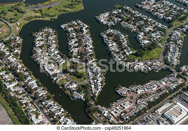 Ciudad del Cabo (suburbio) vista aérea - csp48251964