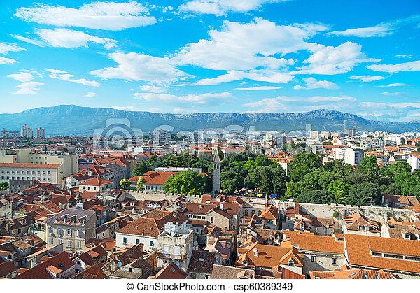 Vista al viejo pueblo de Split, Croacia. - csp60389349