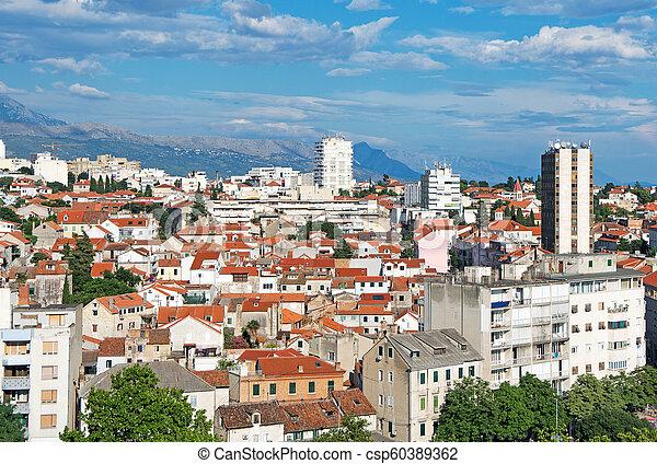 Vista al viejo pueblo de Split, Croacia. - csp60389362