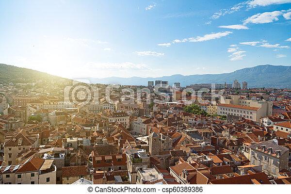 Vista al viejo pueblo de Split, Croacia. - csp60389386