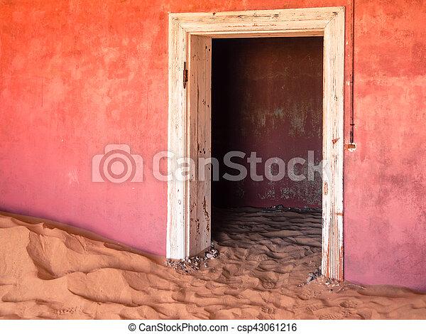 pueblo fantasma, abandonado, dunas, casa, kolmanskop, arena, namibia - csp43061216