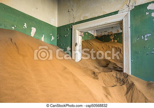pueblo fantasma, kolmanskop, namibia, abandonado - csp50568832