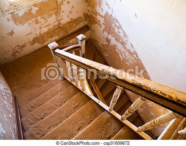 pueblo fantasma, viejo, abandonado, escalera, casa, kolmanskop, namibio - csp31609672