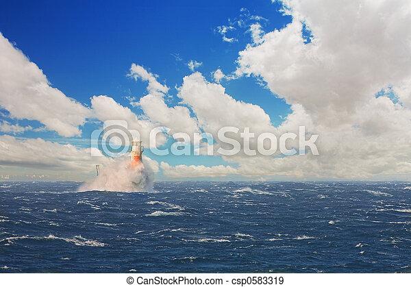 Un faro en el mar tormentoso de Simons Town - csp0583319
