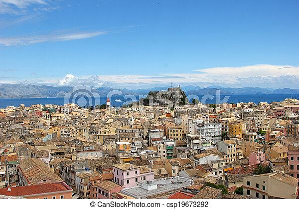 Vista aérea de un pueblo mediterráneo - csp19673292