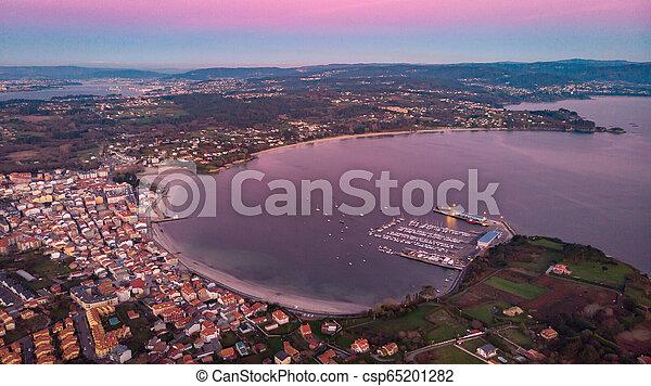 Vista aérea de un pueblo al atardecer - csp65201282