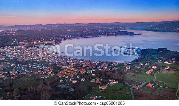 Vista aérea de un pueblo al atardecer - csp65201285