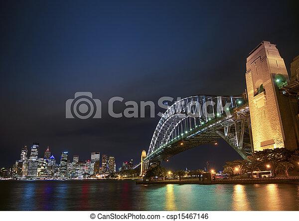 El puente Harbour y el horizonte de Sydney Australia por la noche - csp15467146