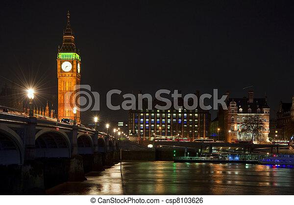 Una larga exposición de Big Ben y Westminster Bridge en Londres - csp8103626