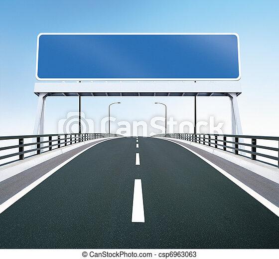La autopista del puente con señal en blanco - csp6963063