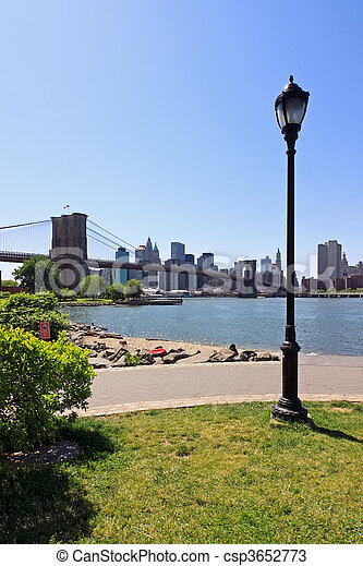 El puente de Brooklyn - csp3652773