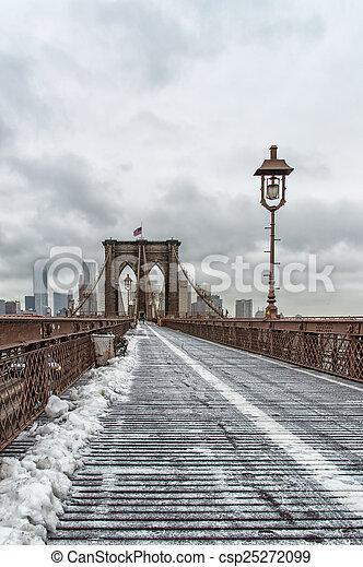 El puente de Brooklyn - csp25272099