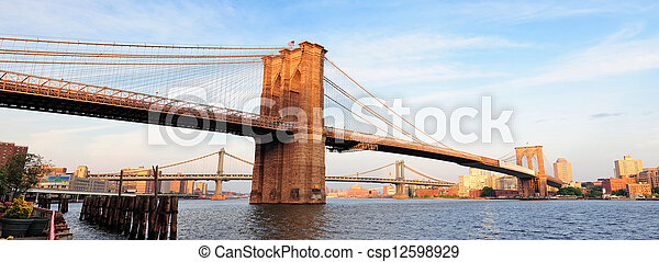 El panorama del puente de Brooklyn - csp12598929