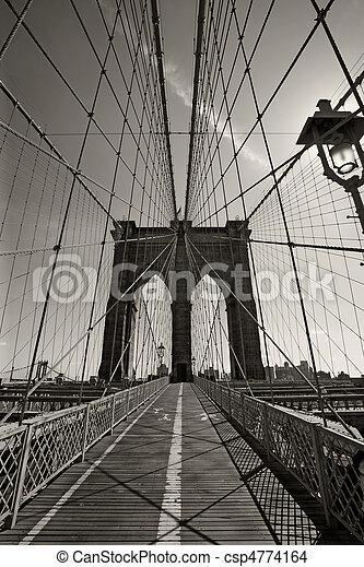 El puente de Brooklyn en Nueva York - csp4774164