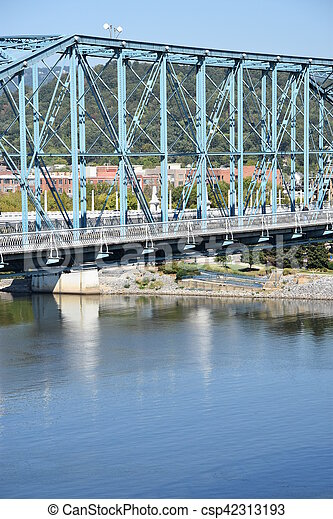 El puente de la calle Walnut en chattanooga - csp42313193