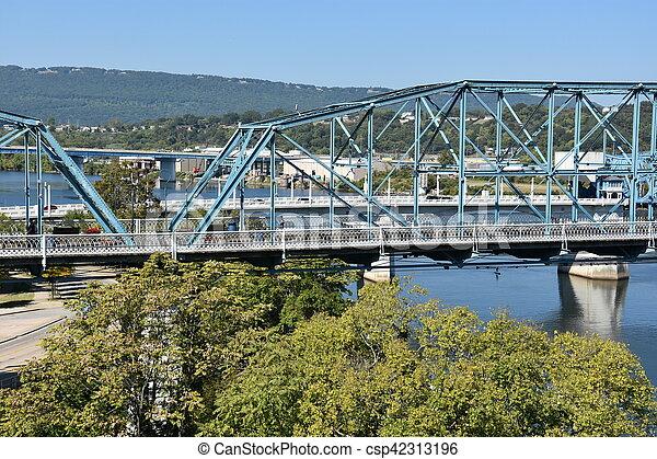 El puente de la calle Walnut en chattanooga - csp42313196