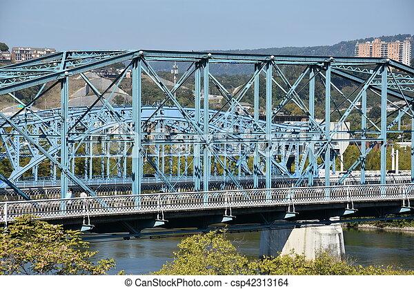 El puente de la calle Walnut en chattanooga - csp42313164