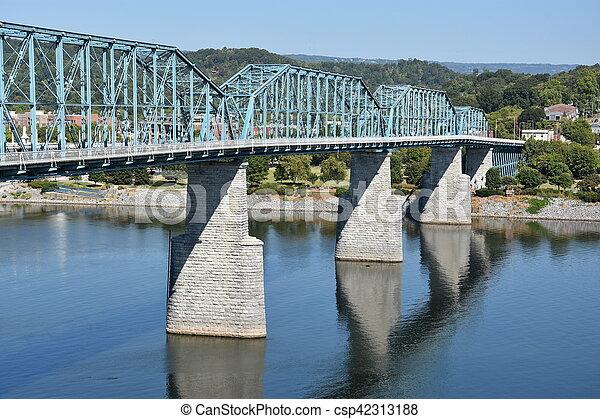 El puente de la calle Walnut en chattanooga - csp42313188