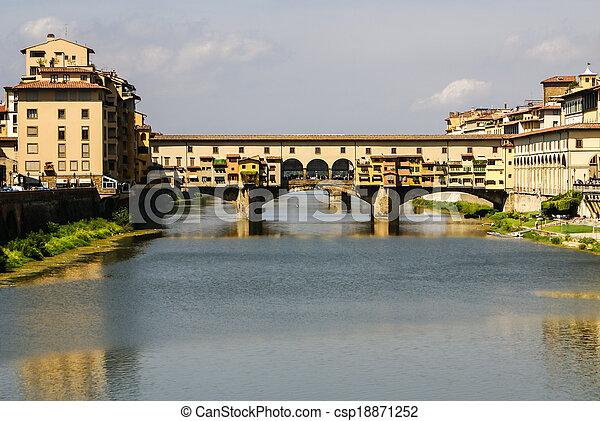Casas, río arno y puente vecchio vecchio de florencia, colmillos, Italia - csp18871252